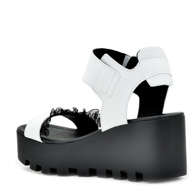 Дамски сандали Lusi white